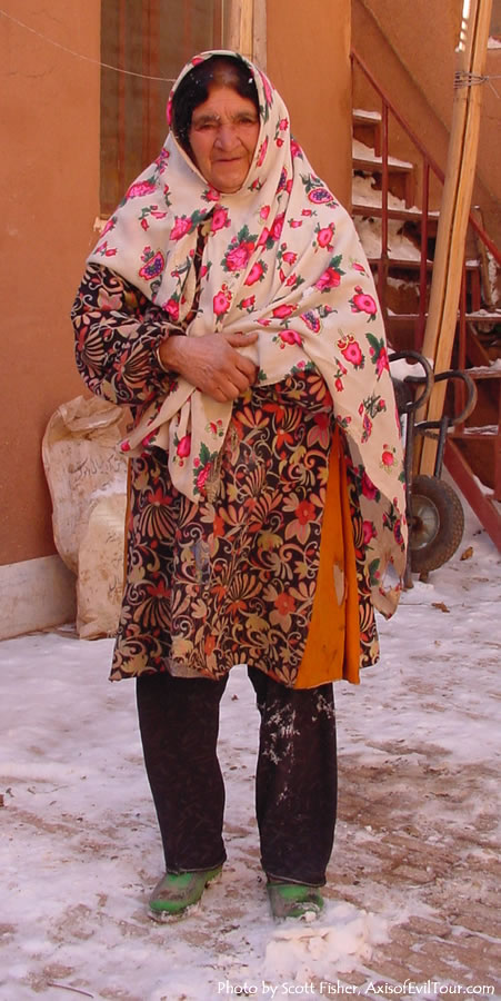 Abyaneh - old woman