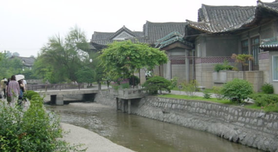 Kaesong - river winds through traditional buildings